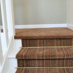 pose de moquette sur un escalier. Black Bedroom Furniture Sets. Home Design Ideas